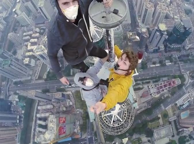 Public Buzz : Vidéo : Ils escaladent une tour de 384 mètres… pour faire un selfie !