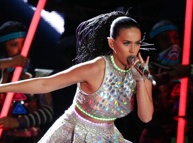 Public Buzz : Vid�o : Katy Perry chante dans un groupe de m�tal chr�tien !