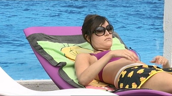 ... et jouer les starlettes au bord de la piscine !