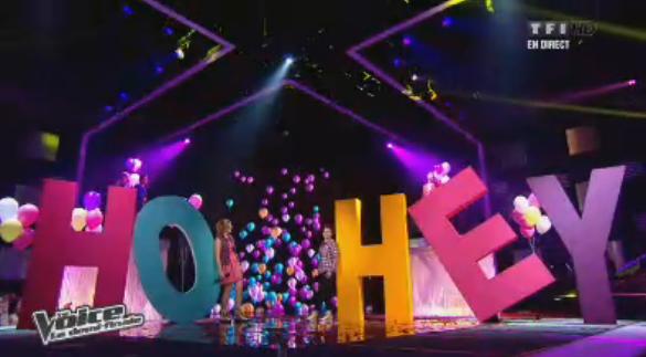 Louane et Loïs reprennent Ho hey dans un décor acidulé !
