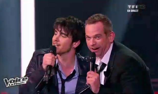 Louis Delort chante avec son coach Garou