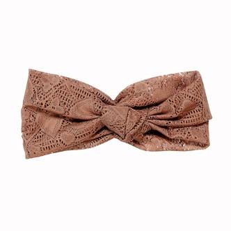 Accessoires cheveux été 2011 : le bandeau en crochet coeur !