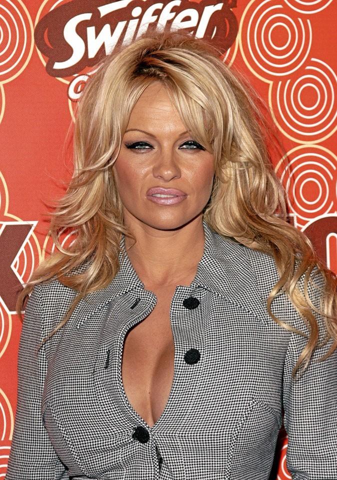 Autobronzant : le bronzage raté de Pamela Anderson