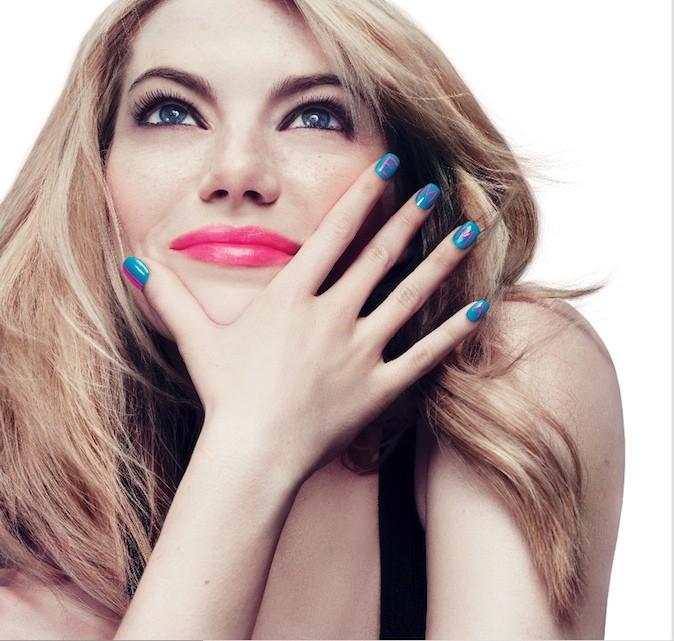 Emma Stone et ses ongles bleus une campagne