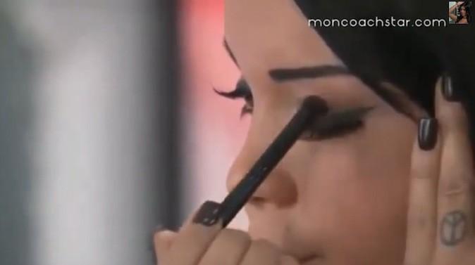 Smoky eye de Nabilla : étape 1, marron foncé !
