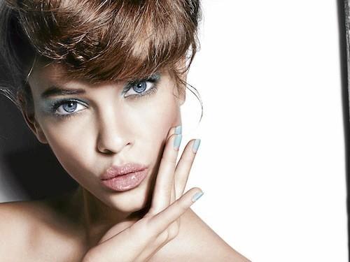 Barbara Palvin pour L'Oréal Paris : Le nail art