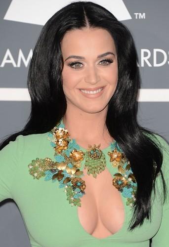 Katy Perry jure que son 85 D est naturel !
