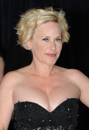 Patricia Arquette fait un 90 D et elle affirme que sa poitrine es naturelle !