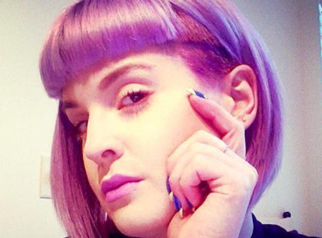 Beauté : Kelly Osbourne adopte une nouvelle coupe de cheveux !