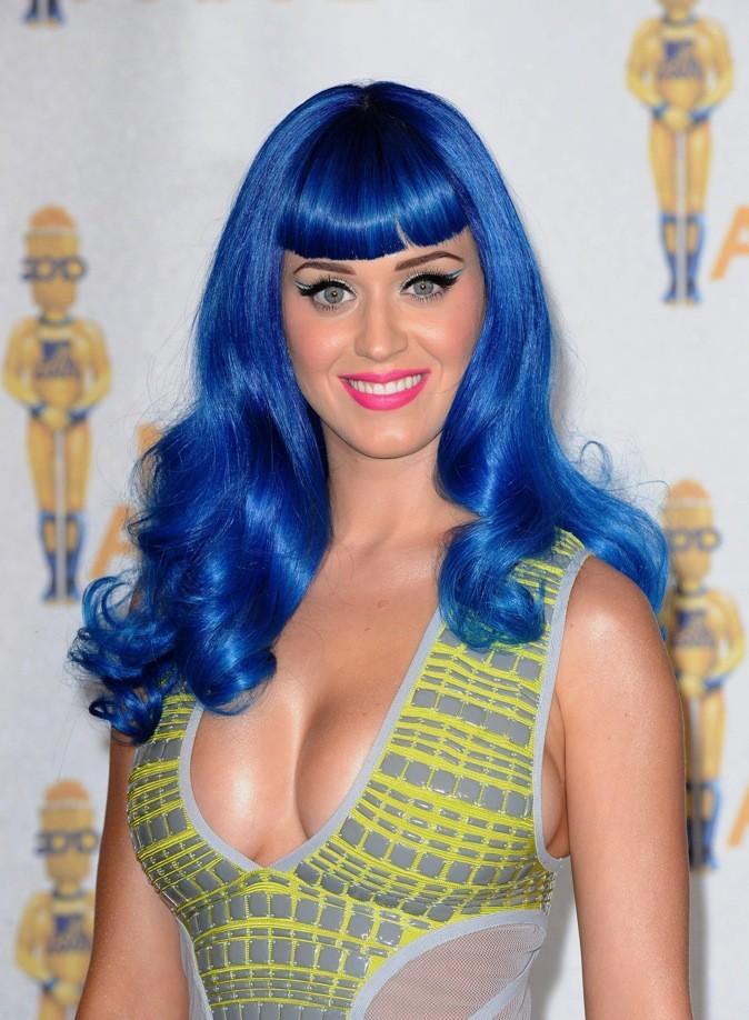 Katy Perry se sent toute shtroumpfette aujourd'hui !
