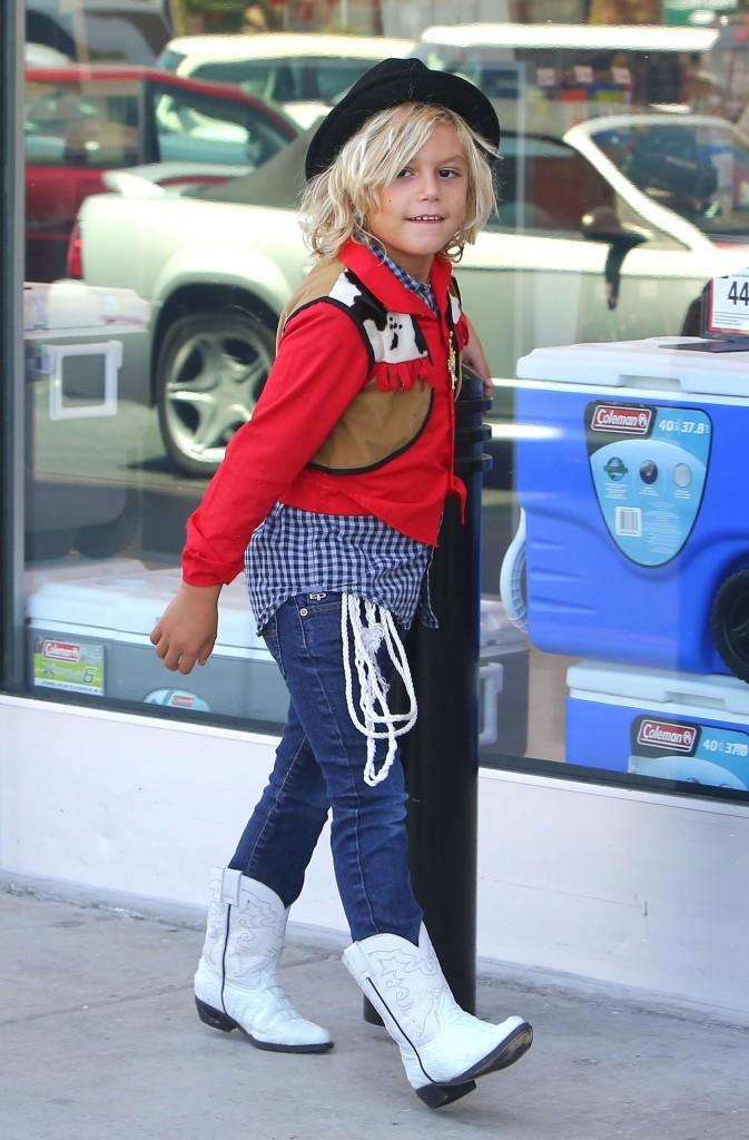 Le fils de Gwen Stefani et sa coupe surfeur