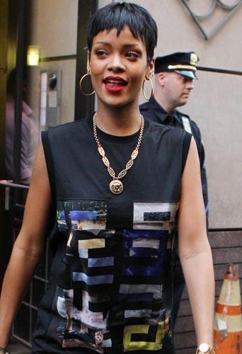 Rihanna de face ou de profil ?