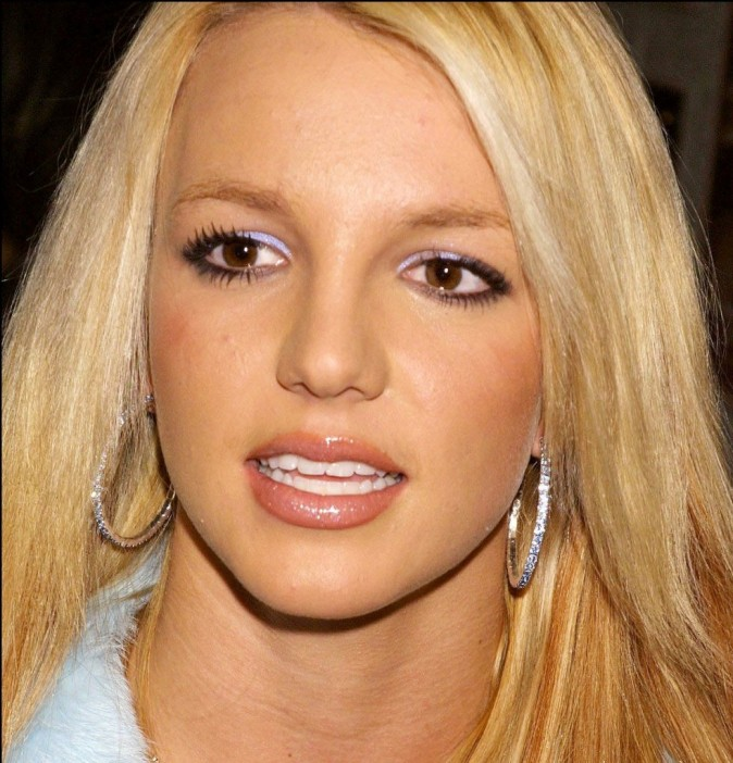 Britney Spears, le bouton une seconde peau...