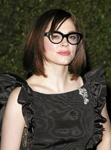 J'ai des lunettes papillonnantes comme Rose McGowan !