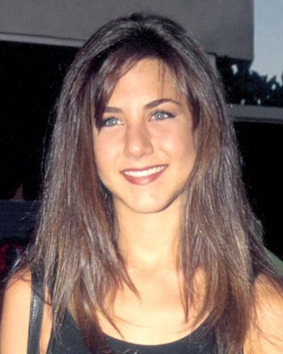 Jennifer Aniston : ses cheveux avec une frange en janvier 1989