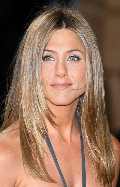 Jennifer Aniston : ses cheveux longs avec un brushing naturel en juin 2006