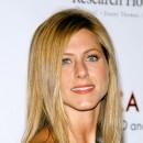 Jennifer Aniston : ses cheveux longs dégradés en août 2003