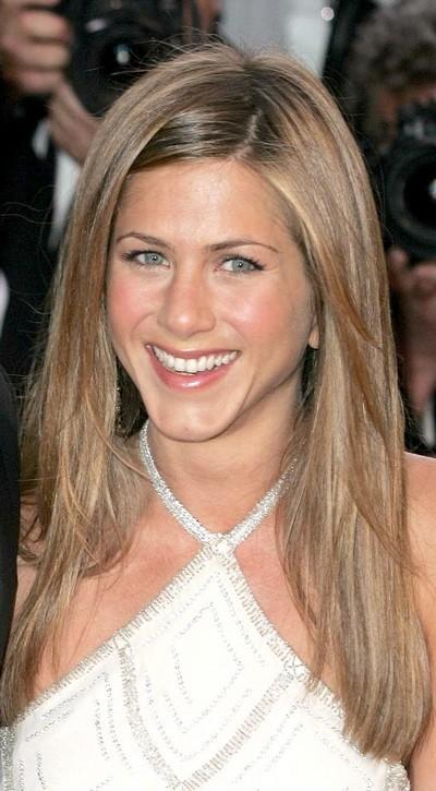 Jennifer Aniston : ses cheveux longs dégradés en mai 2004