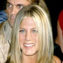 Jennifer Aniston : ses cheveux longs dégradés en septembre 2001