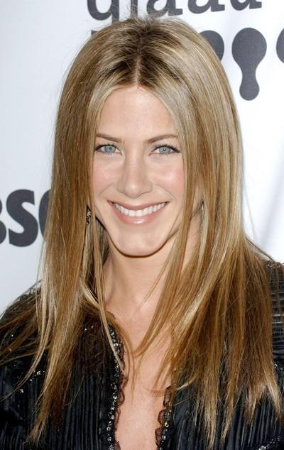 Jennifer Aniston : ses cheveux longs lissés en avril 2007
