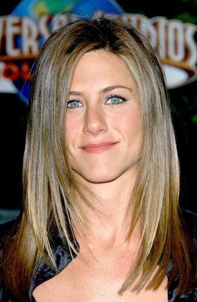 Jennifer Aniston : ses cheveux longs lissés en mai 2003
