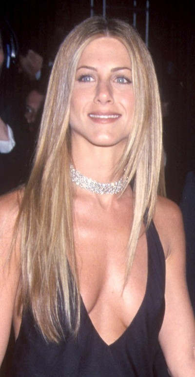 Jennifer Aniston : ses cheveux longs lissés en mars 2000