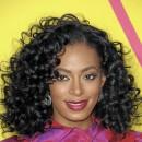 Cheveux afro : la coiffure bouclée de Solange Knowles
