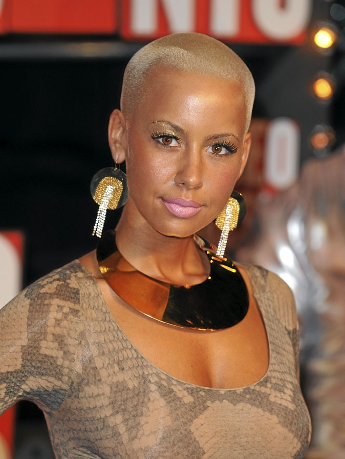 Cheveux afro : la coupe rasée blonde d'Amber Rose