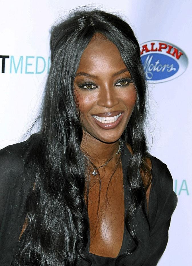 Cheveux afro : la perruque lisse de Naomi Campbell