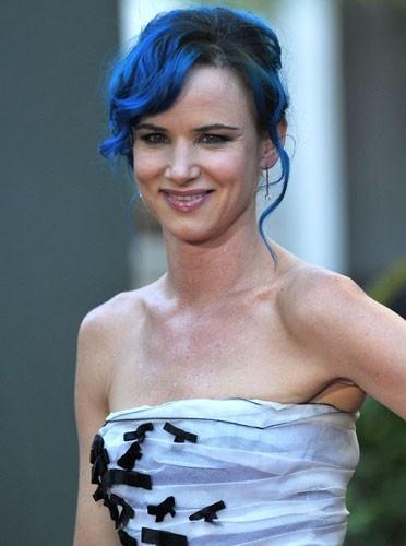 Cheveux bleu Schtroumpfette : Juliette Lewis