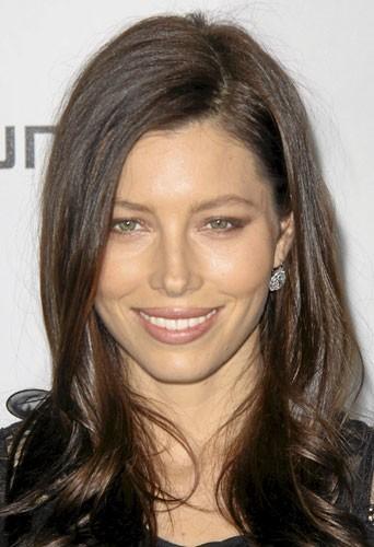 Chirurgie esthétique du visage : despommettes plus rebondies comme Jessica Biel