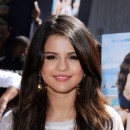 Star brune : les cheveux marron chocolat de Selena Gomez