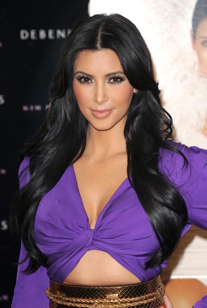 Star brune : les cheveux noirs de Kim Kardashian
