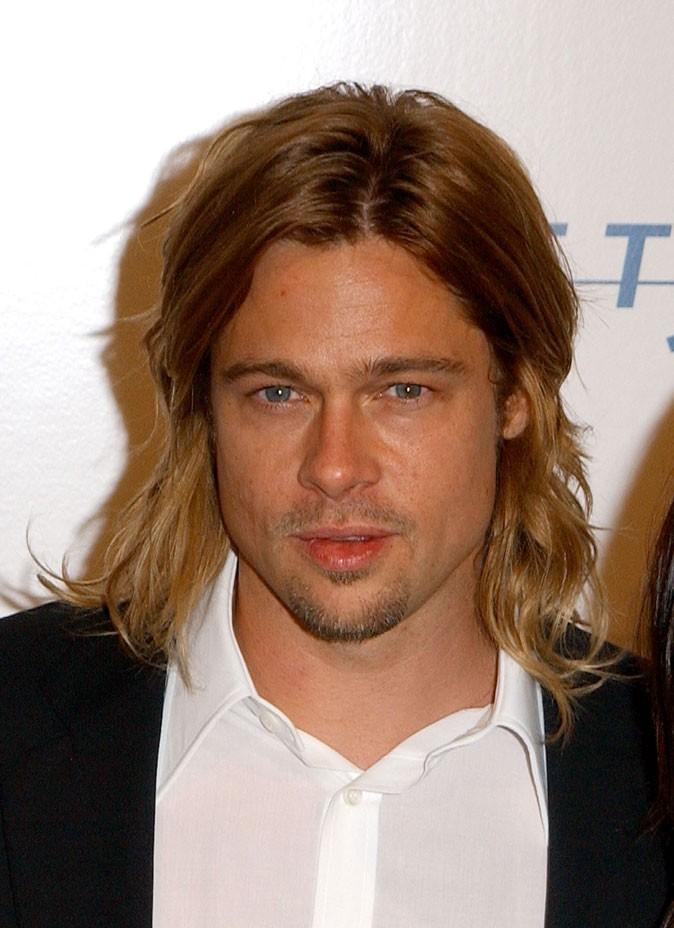 Coiffure de Brad Pitt : des cheveux longs en 2003