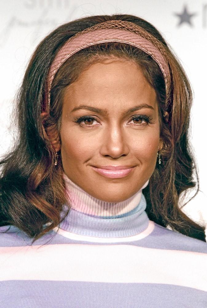 Coiffure de star : le bandeau de Jennifer Lopez en 2004 !