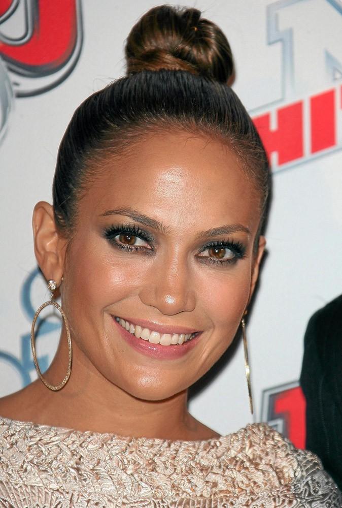 Coiffure de star : le chignon haut de Jennifer Lopez en 2007 !