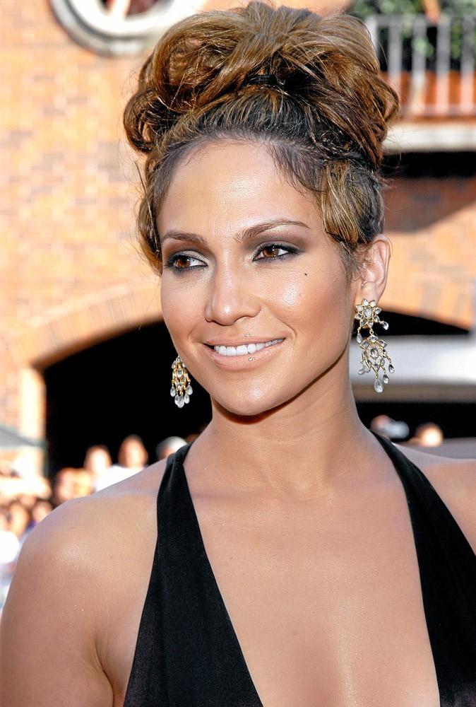 Coiffure de star : le chignon plat de Jennifer Lopez en 2003 !