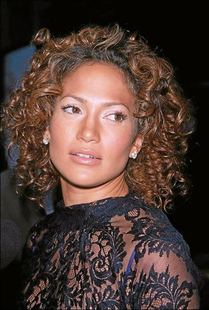 Coiffure de star : les cheveux bouclés de Jennifer Lopez en 2001 !