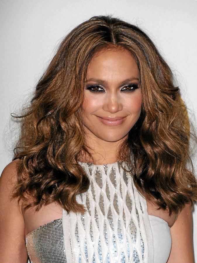Coiffure de star : les cheveux ondulés de Jennifer Lopez en 2010 !