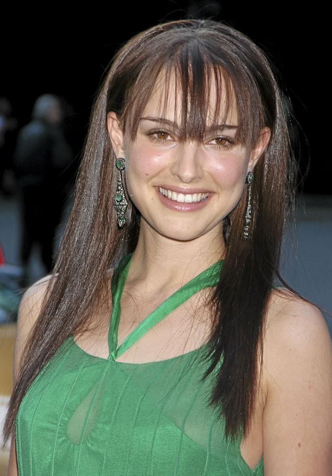 Coiffure de star : la frange droite de Natalie Portman en 2004