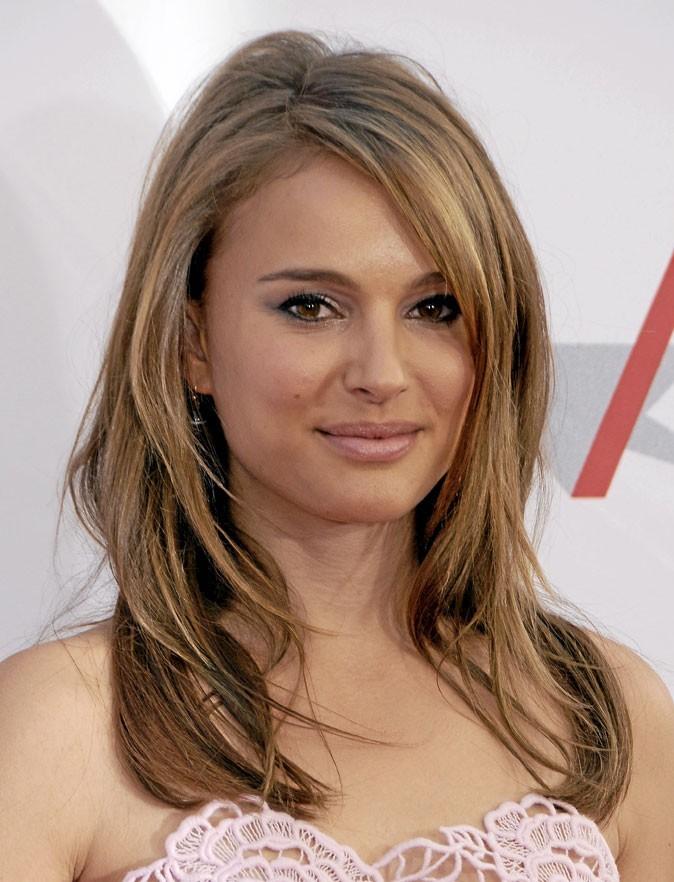 Coiffure de star : les cheveux lissés de Natalie Portman en 2010