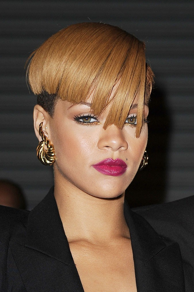 coiffure de star la coupe au bol de rihanna en 2009. Black Bedroom Furniture Sets. Home Design Ideas