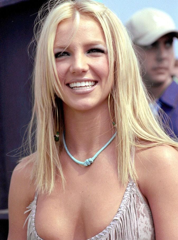 Coiffure de star : le léger dégradé de Britney Spears en 2000
