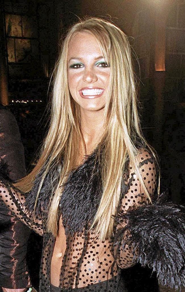 Coiffure de star : les cheveux longs blonds de Britney Spears en 1999