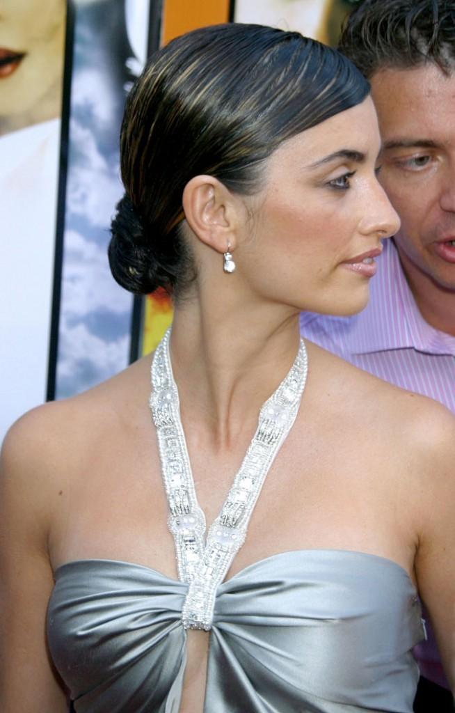 Coiffure de Penélope Cruz : le chignon plaqué en 2003