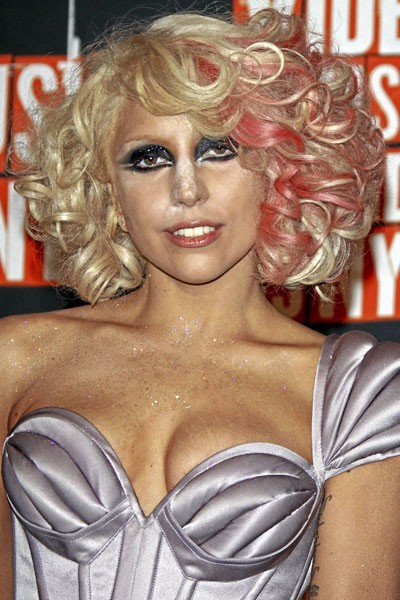 Coiffure de star : les mèches rose dans les cheveux de Lady Gaga