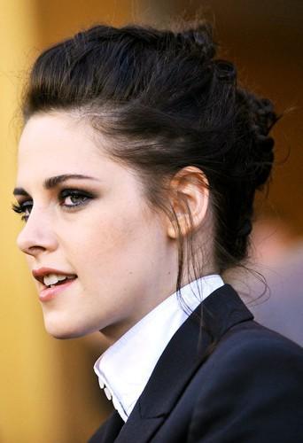 Faites-vous le chignon froissé de Kristen Stewart !