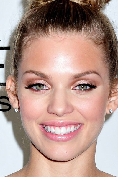 Maquillage de star : le make-up doré d'AnnaLynne McCord