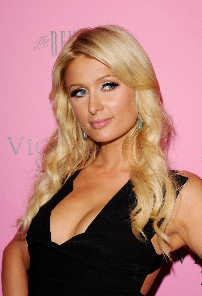 Coiffure de star : les cheveux blond bimbo de Paris Hilton