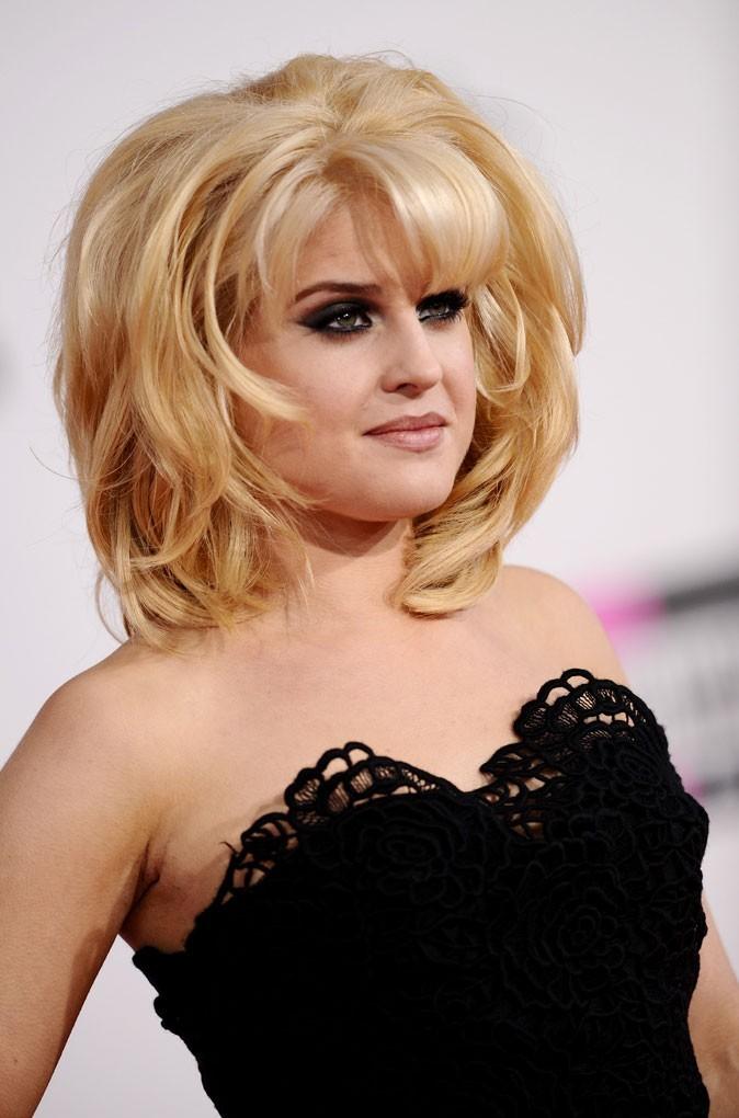 Coiffure de star : les cheveux blonds de Kelly Osbourne